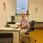 Frau Dr. Geyer am Schreibtisch Hausarzt Haidhausen